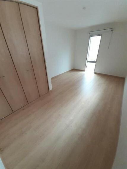 洋室 洋室8.6帖:各部屋収納があるのでいつでもお部屋すっきり!