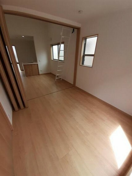 子供部屋 洋室4.5帖:お子様の部屋にも丁度良い広さです!
