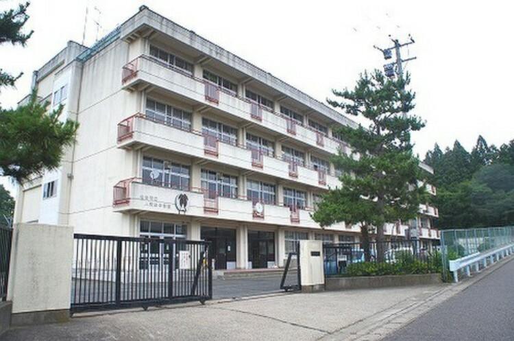 中学校 人来田中学校 徒歩12分(約900m)