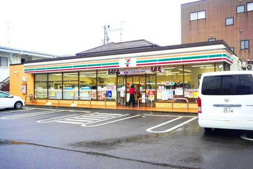 コンビニ セブンイレブン須賀川駅前店まで徒歩約15分です。