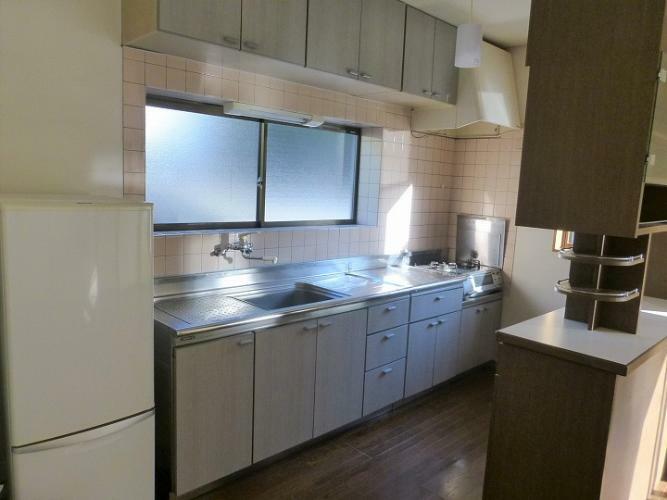 キッチン 冷蔵庫、ガスコンロ設置