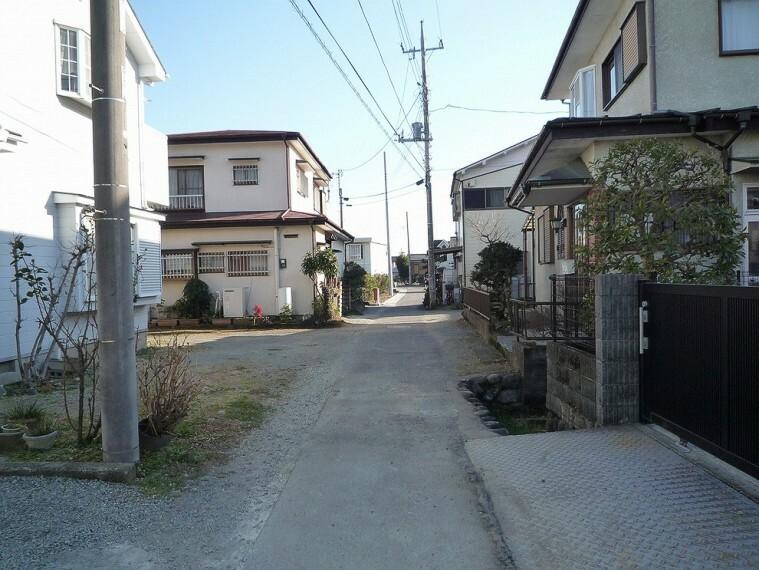 現況写真 周辺は落ち着いた住宅が建ち並んでいます。
