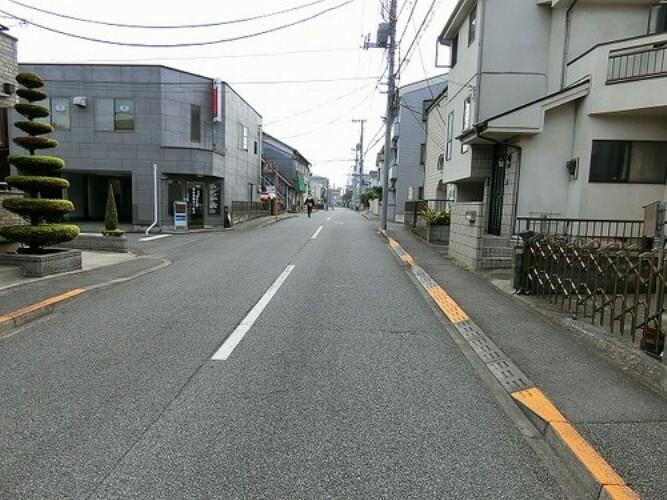 現況写真 前面道路は幅員約8mございます。