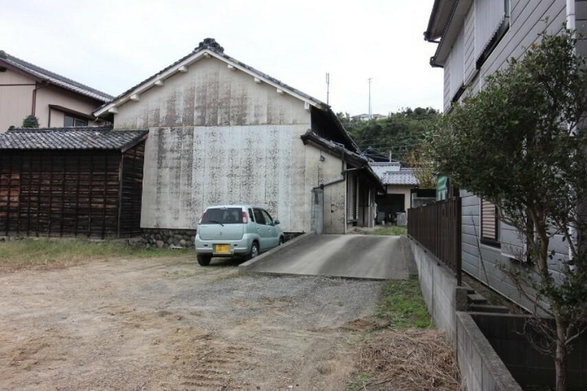 外観・現況 ドラッグスギヤマ奥条店まで徒歩18分(約1400m)