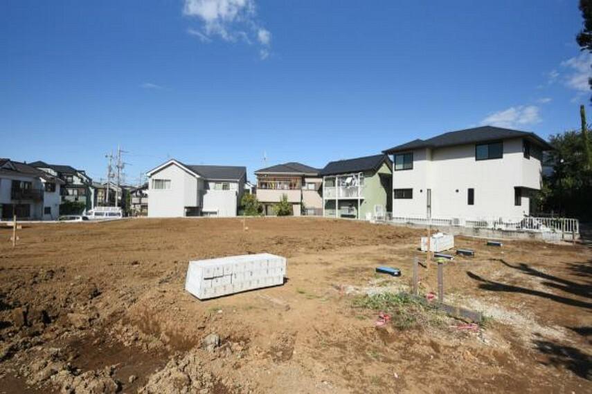 現況写真 広大な土地に20棟以上の住宅が建ち並びます。詳細は資料請求もしくはお電話にてお問合せください。