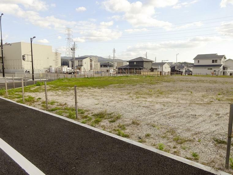 現況写真 北側は都市計画道路(木津東バイパス/現在工事中で令和2年3月末開通予定)に面しています。