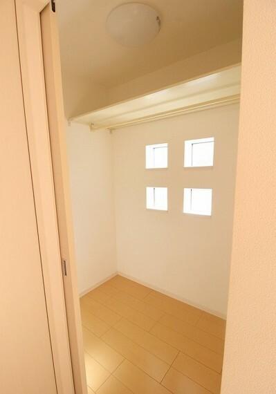 収納 二階南側の居室のWIC。