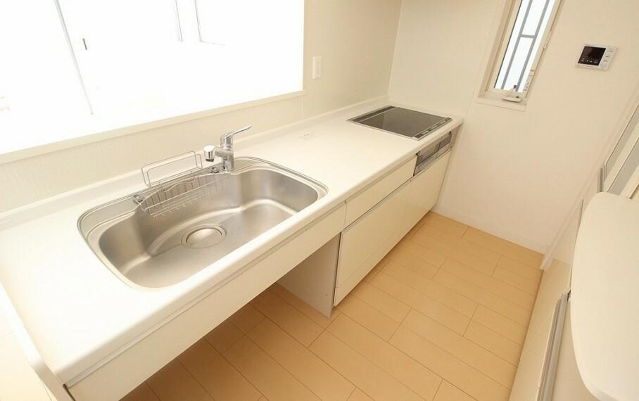 キッチン シンク下の空きスペースはダストボックスが置けてキッチン周りもスッキリします。