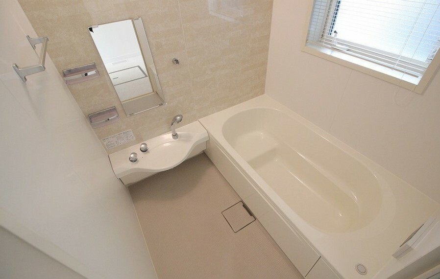 浴室 シャワーホースが伸縮式なのでスッキリとした印象に。オートバス機能有り。