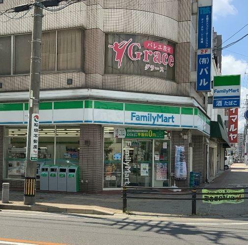 コンビニ ファミリーマート岡崎材木町店 徒歩12分。