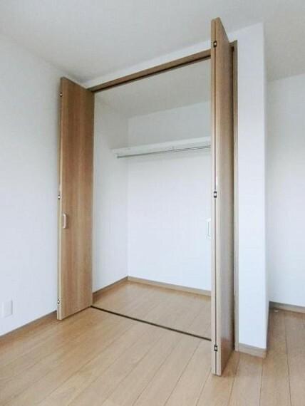 収納 各部屋に収納完備してあるので、衣服が溢れず、お部屋を広く使用出来ます。