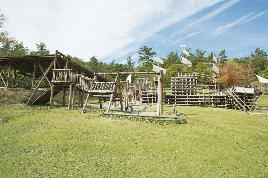 公園 陶史の森 グリーンヒルズ土岐に隣接する生活環境保全林。大型アスレチックで遊んだりかわいい動物とふれあったり、気持ちのいい自然の中、家族みんなで楽しめます。