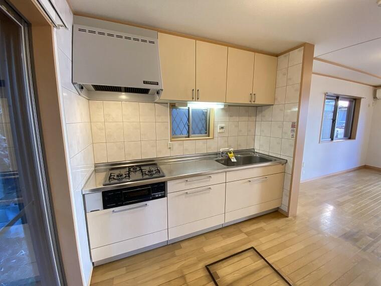 キッチン 広々としたシンクで洗い物もスムーズですね。