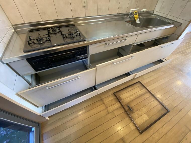 キッチン 収納付きのため、キッチン回りもスッキリとお使いになれます。