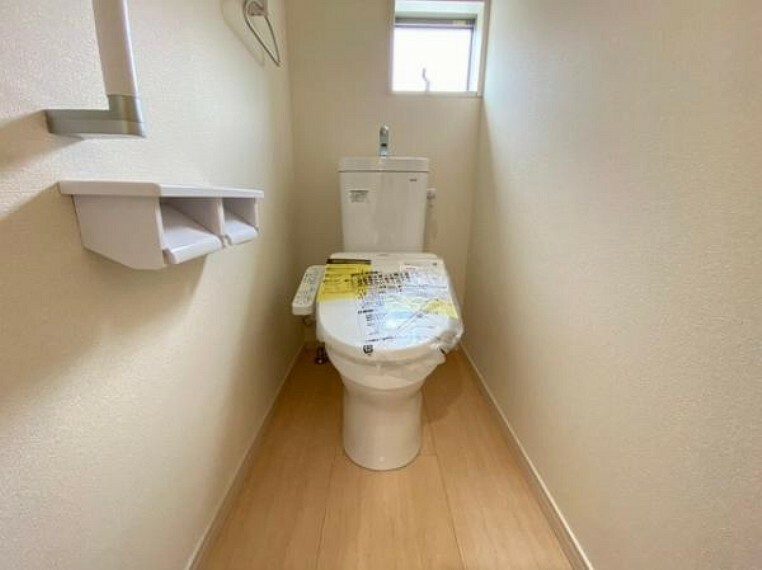 トイレ 便器にふちがなく、汚れが隠れて見えない部分が極端に少なくなっており、お手入れも楽々!スピーディでパワフルな洗浄力を実現しています!