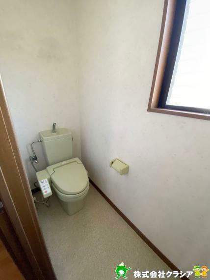 トイレ 天井の高さがしっかりとれているので圧迫感のない1階トイレです(2020年4月撮影)