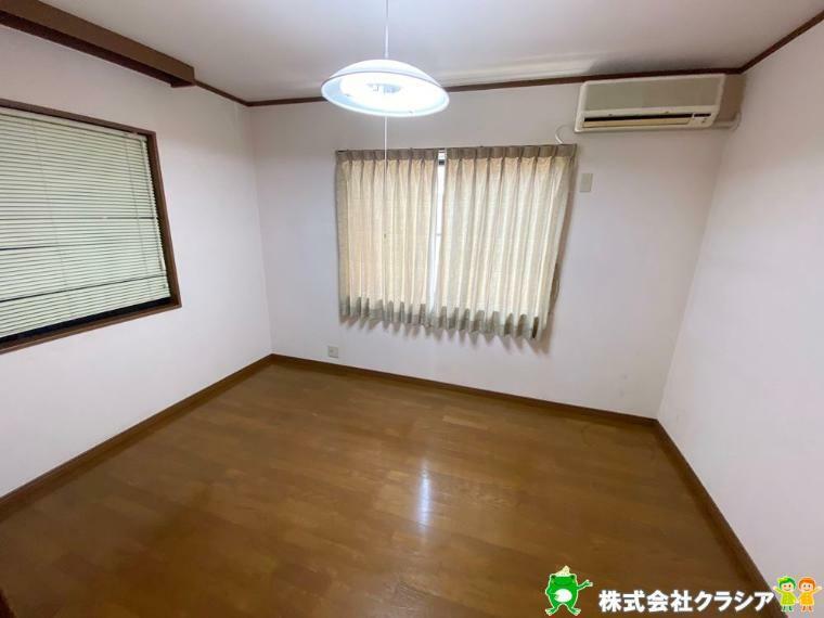 寝室 2階6帖の洋室です。落ち着いたトーンに統一された室内は穏やかな毎日を支えてくれます(2020年4月撮影)