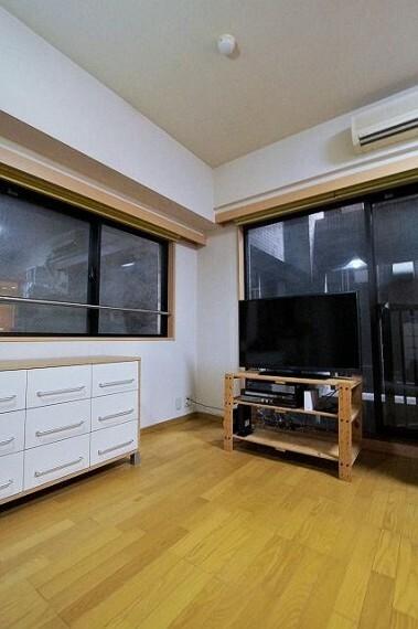 居間・リビング 室内は角部屋につき、通風良好になります。
