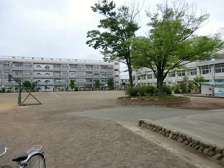 小学校 川口市立新郷東小学校 徒歩13分(約1000m)
