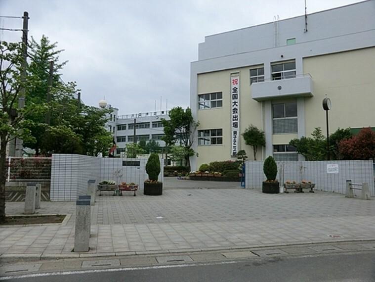 中学校 川口市立榛松中学校 徒歩17分(約1300m)