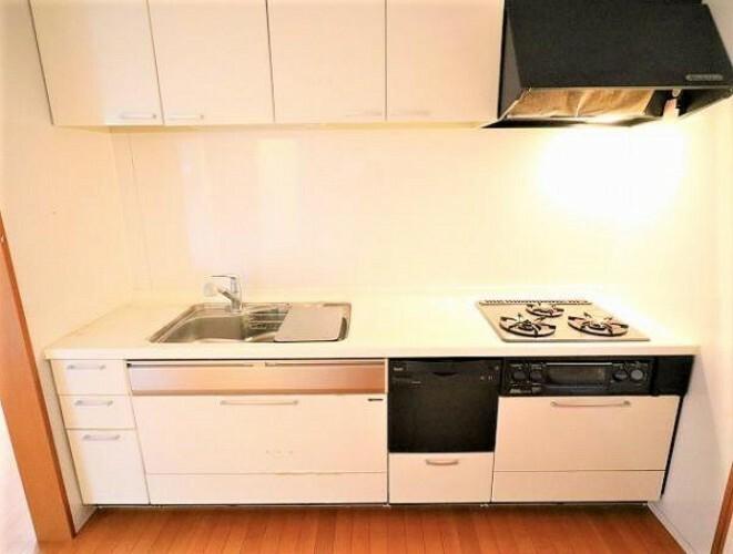 キッチン 食洗器付きで便利なシステムキッチン!