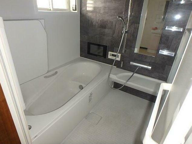 浴室 浴室交換済。 追い焚き機能付きで、生活時間の違う家族には便利です。