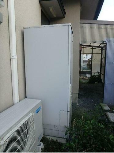 発電・温水設備 窓から快適な光と風を取り込める設計です。