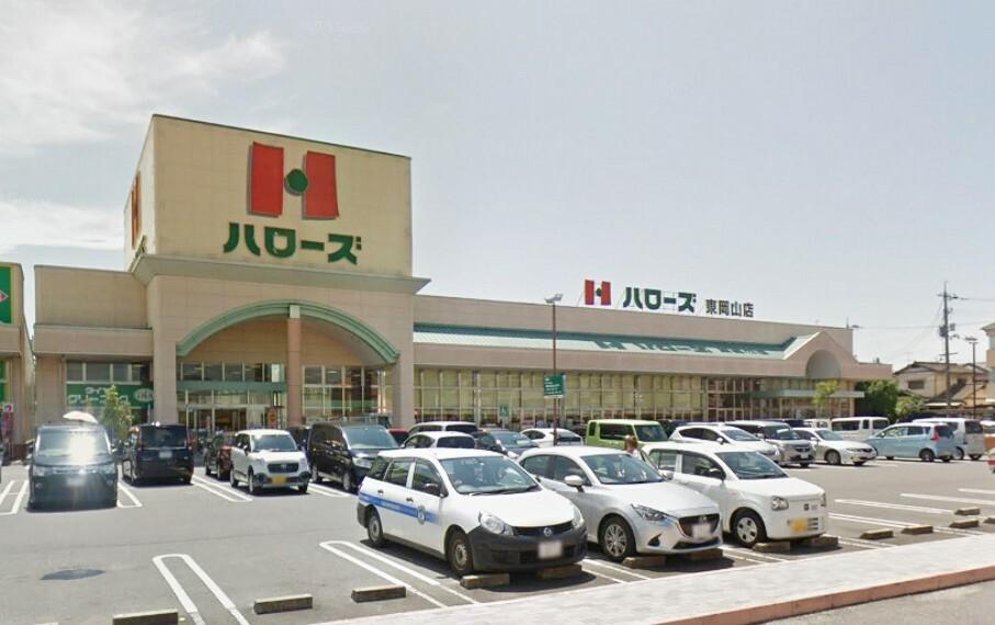 スーパー 24時間営業なので、夜遅くに困りませんね 敷地内に100円ショップがありますよ