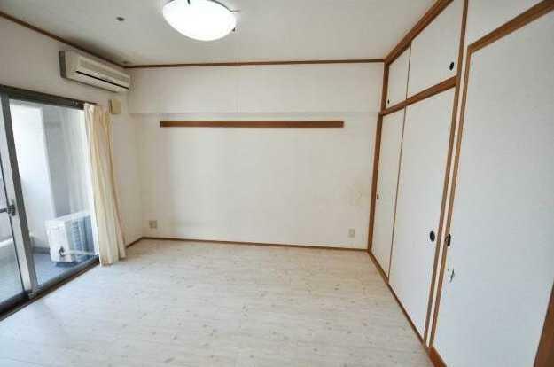 洋室 LDK・南側バルコニーに面した洋室6畳!