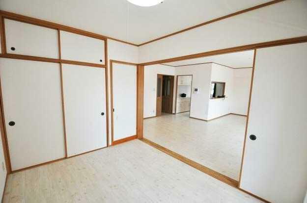 洋室 洋室6帖内収納力の高い押入収納付!