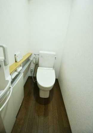 トイレ 手洗水栓・ウオシュレット付!