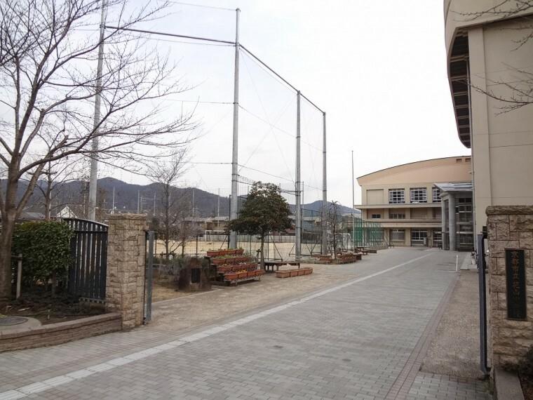 中学校 【中学校】花山中学校まで1000m