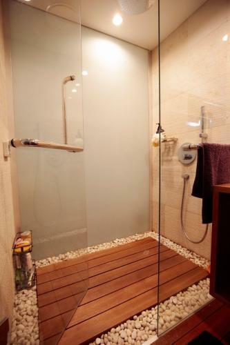 ゲストルーム内のシャワー室です。