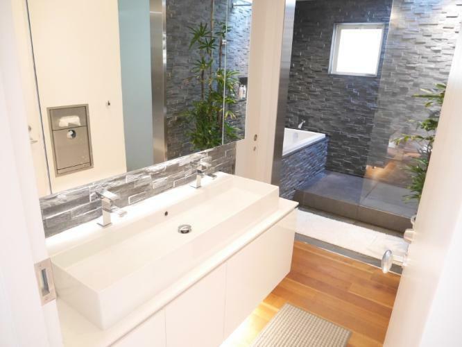 洗面化粧台 2つの水栓がある洗面化粧台です。