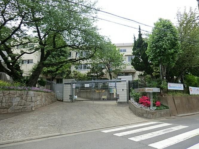 中学校 川崎市立生田中学校 距離約550m