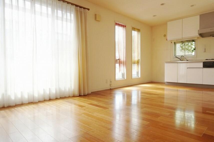 居間・リビング 2階リビング 明るく広々