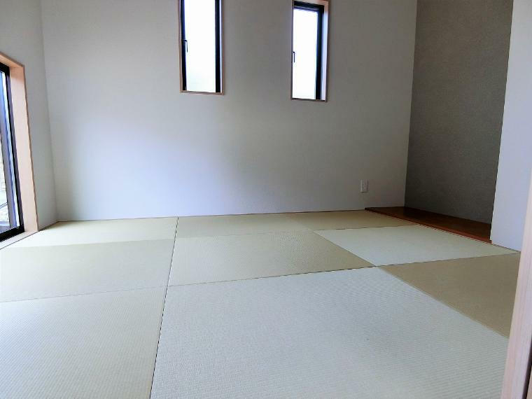 和室 お庭を眺めながらゆったりとした時間が過ごせる独立した和室
