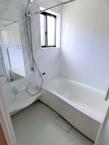浴室 浴室乾燥機のついた浴室