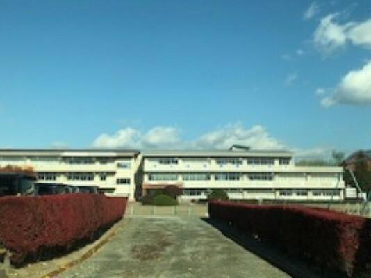 小学校 徒歩10分(約800m) ※2019年11月撮影