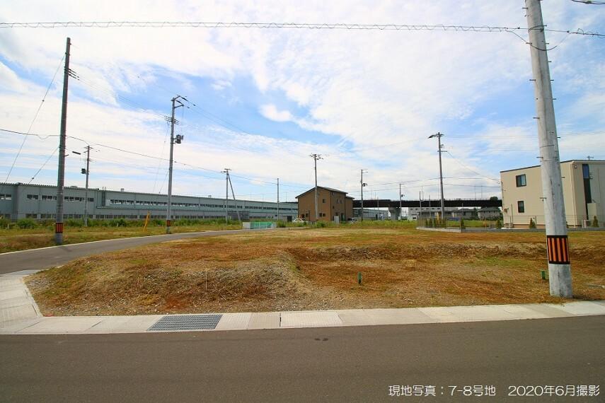 現況写真 現地写真:7-8号地(2020年6月撮影)北東の角地で、北側東側道路ともに幅員は6m。JR利府駅まで徒歩9分(約650m)の好立地です。