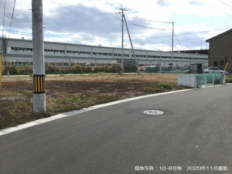 現況写真 現地写真:10-8号地(2020年11月撮影)前面道路幅員は6m。約54坪の整形地です。