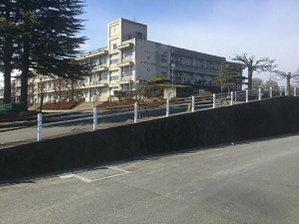 中学校 福島市立平野中学校まで約260m(徒歩4分)。身近な距離で、部活動で帰りが遅い日の下校も安心ですね。(2019年5月撮影)
