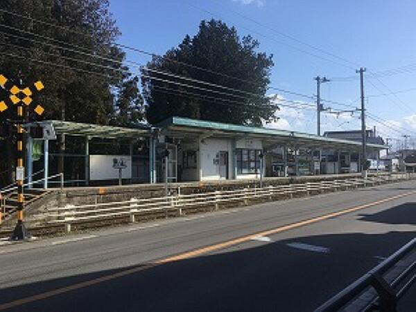 福島交通飯坂線「平野駅」まで約540m(徒歩7分)。平日朝夕は、上下線とも1時間に4本程の運行があります。福島駅まで乗車時間15分、運賃は片道320円です。(2019年5月撮影)