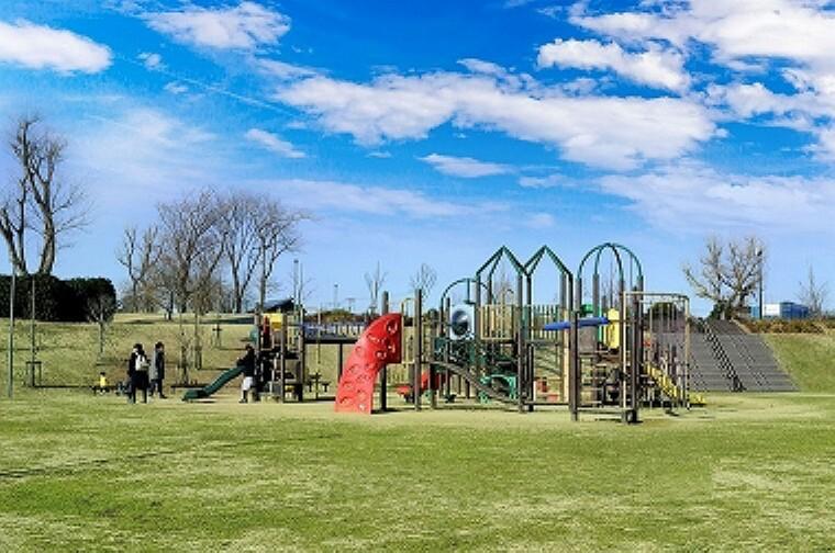 公園 みらいの森公園(約80m、徒歩1分/2019年1月撮影)…約4.2ヘクタールの広々とした敷地を、「多目的広場」「緑の広場」「水辺の広場」の3つのゾーンに分けた公園です。