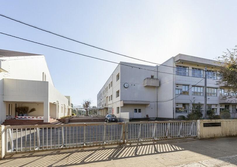 中学校 市立手代木中学校(徒歩30分、約2400m)(2019年12月撮影)…小中一貫校です。