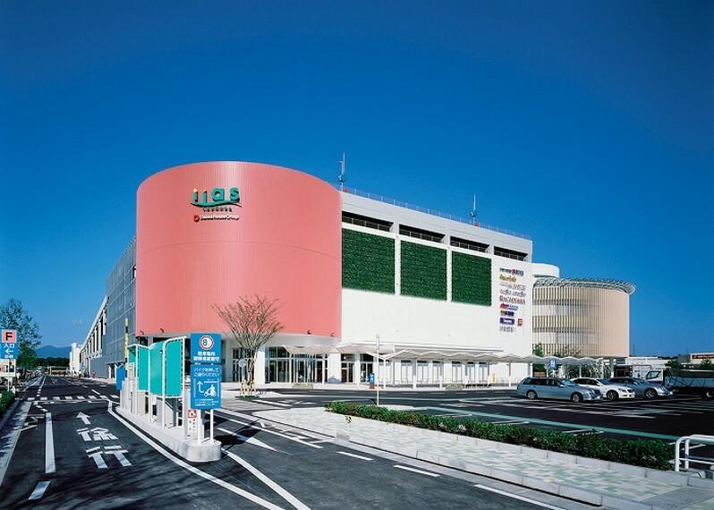 ショッピングセンター イーアスつくば(徒歩20分、約1580m)(2019年12月撮影)…駐車場台数4300台。
