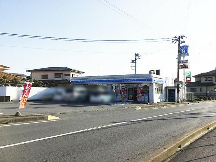 コンビニ 『ローソン水戸見川3丁目店』最寄りのコンビニです。 分譲地内集会所から900m(徒歩12分・車にて約2分) ※2020年3月撮影