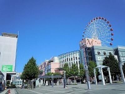 ショッピングセンター 分譲地から徒歩22分(約1700m) 営業時間10:00~20:00 ファッション、ライフスタイル雑貨、グルメフード、キッズなど、多様なショップがそろっております。