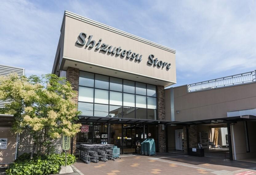 スーパー しずてつストア安東店(約900m・徒歩12分) 営業時間9:30~21:00選りすぐりのこだわりの品揃えが自慢で、鮮魚や青果も新鮮で評判です。(2016年1月撮影)