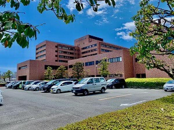 病院 約1000m(徒歩約13分) 地域密着型の病院です。